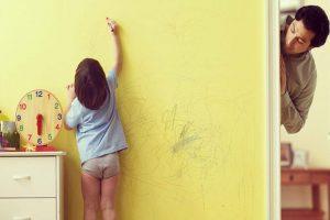 Cách khắc phục tường nhà khi bị vẽ bẩn - Kiến Thức Sơn Nước